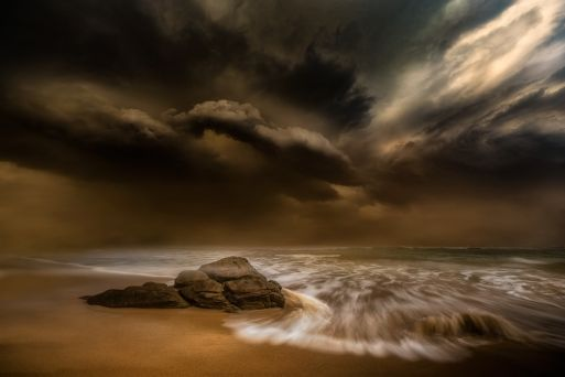 Light through the thunderclouds - Charlaine Gerber